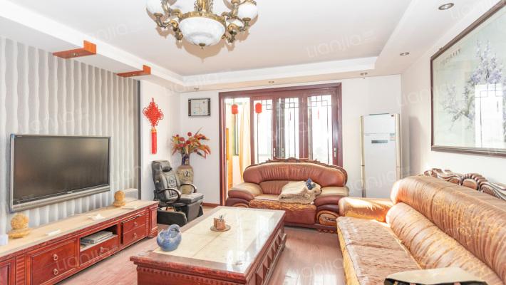 精装修复式,南北通透,带家具家电,可拎包入住。