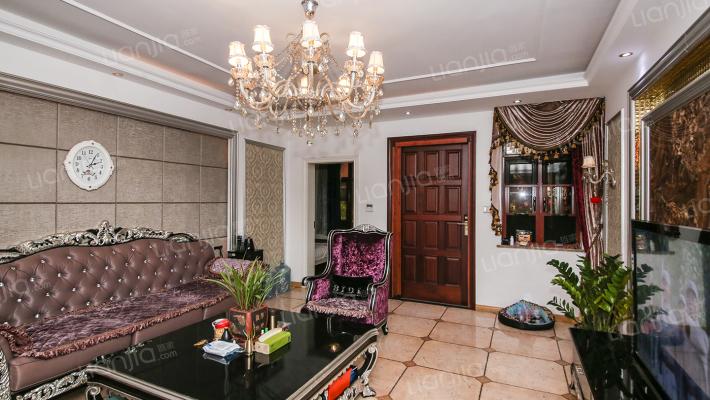一楼带地下室带私家花园的洋房,欧式装修花了三百多万