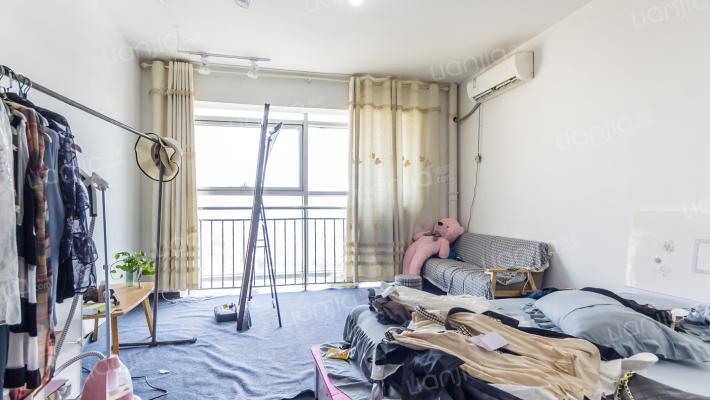 精装公寓,位置俱佳,交通便利。