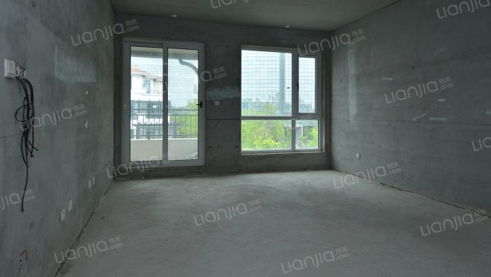 3层洋房 顶复带双露台,带车位,180平400万