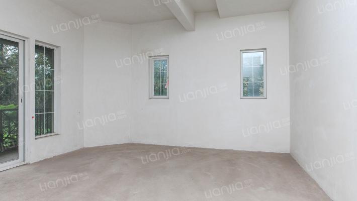 庆隆柏翠庄大独栋,四车位,花园400左右,2+1结构