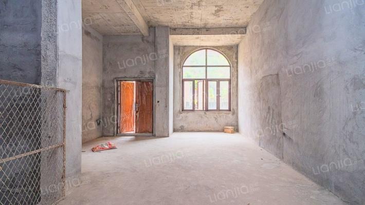 中间位置,安静,大露台,随时看房。