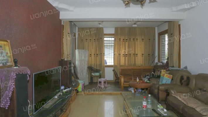 房子在老城,出行方便,环境清静,位置可以