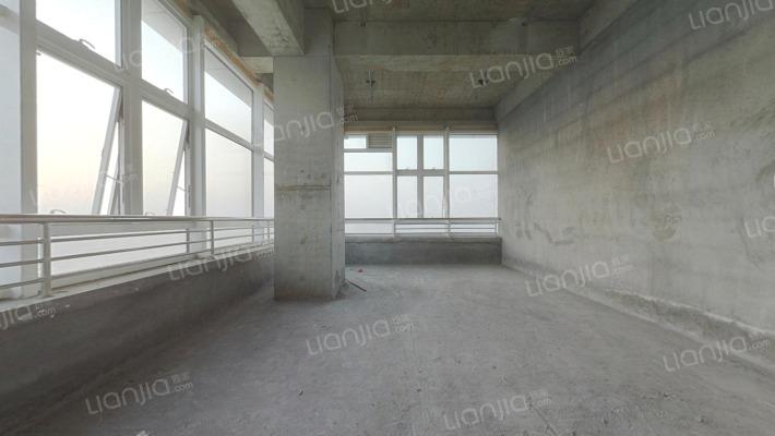 万宝城旁,毛坯loft户型,西边套户型,地铁在建中