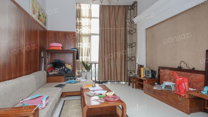 精装修,房东自住,看房方便,房东急卖。