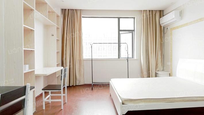此房为高层公寓,高楼层,户型方正