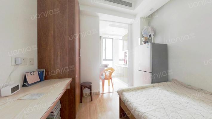 此房为酒店式公寓,地产精装修,业主诚心出售