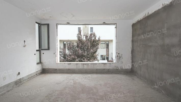 双拼别墅,三层带院,把边大院子。