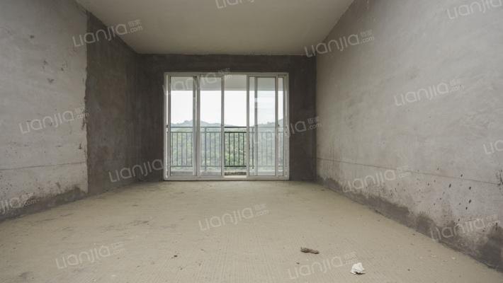 产权满 二,五室 毛坯   有大阳台