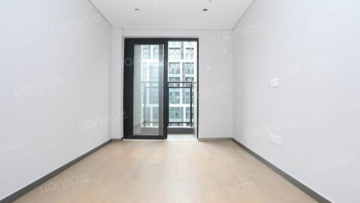 横沥 时代买一层得二层  二房复式楼