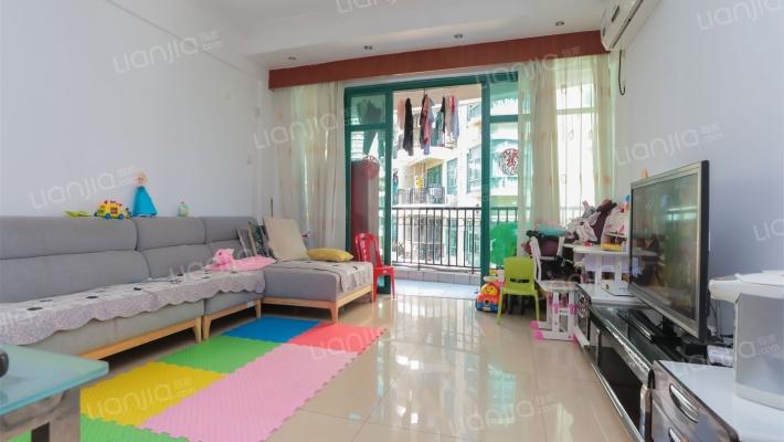 标准3房,小区环境好,绿化高,交通方便,配套齐全。