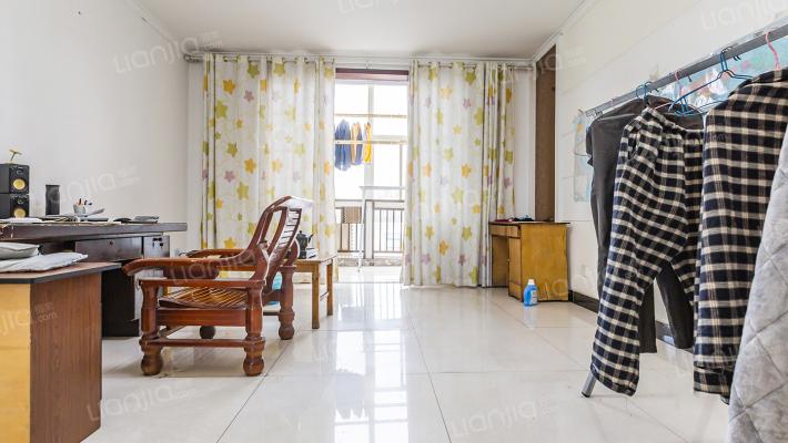 两室,采光好,配套齐全,简装。