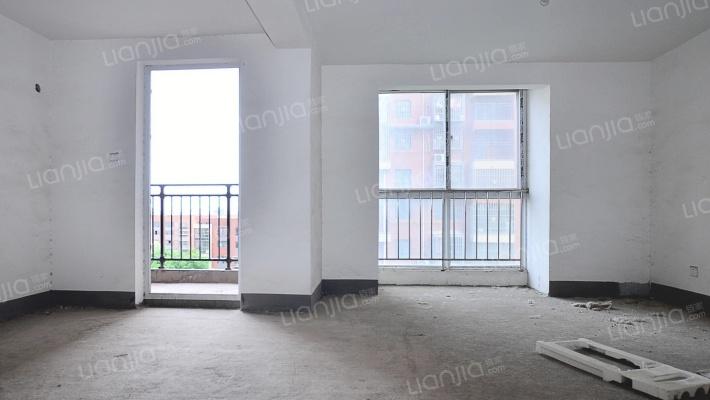 此房子三室户型好,光线敞亮,中间楼层。施配套齐全。