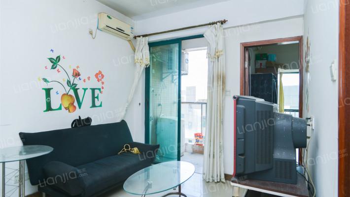 海霞国际新都 精装一室一厅 家私家电齐全 交通便利