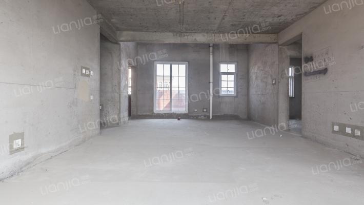 4+1花园洋房,此房有证可贷款 是顶楼复式带大露台