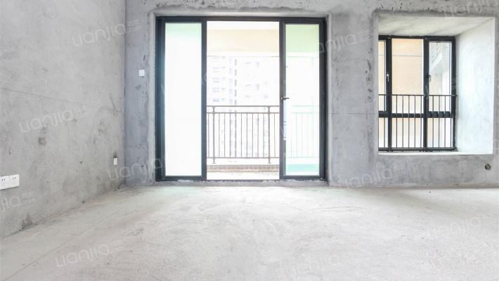 嘉宏锦城毛胚高层四房,栋数小区位置好,还有车位哦!