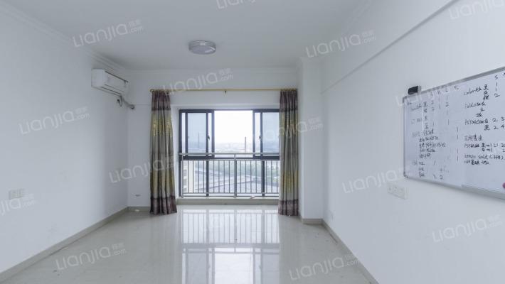 房东诚心出售,精装修,中间楼层,看房方便。