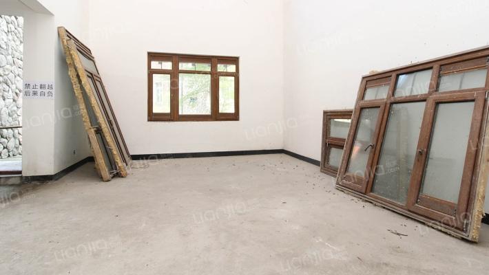 江北央企保利类独栋别墅  业主做了土建  背倚鸿恩