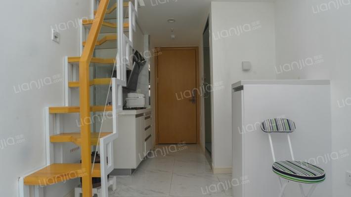 精装loft公寓,绿化高,交通便利,带花园