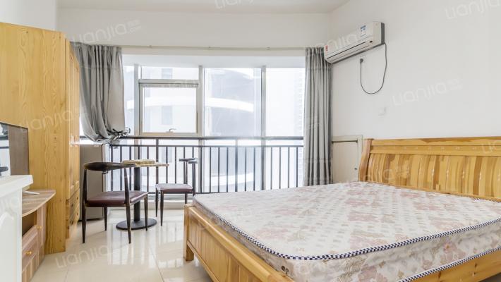 精装公寓地理位置优越,小区配套成熟。