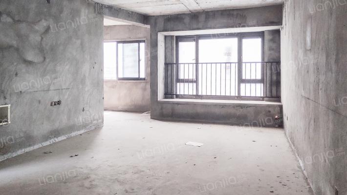 清水跃层洋房,小区环境好,配套齐全,住家舒适度高