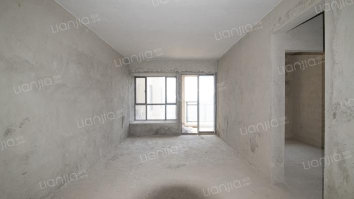 该房位于中间楼层, 看惠环轻轨站,采光充足。