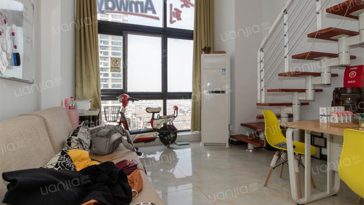 宝龙广场挑高43平一室一厅一卫拎包入住