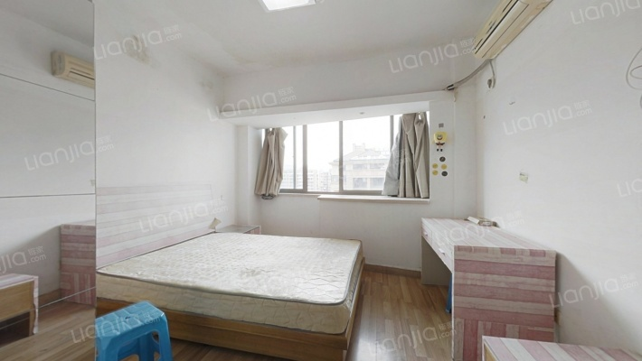 此房总价低,交通便利,设施配套齐。自住出租方便