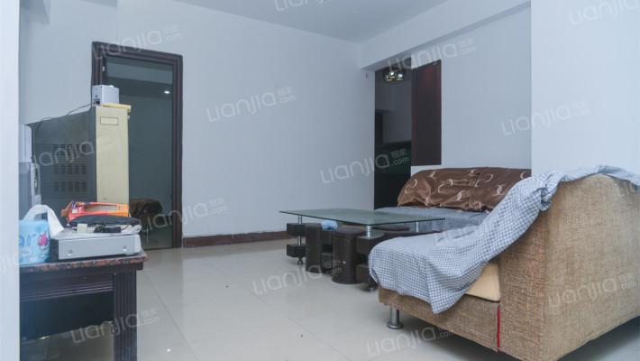 简装修三房两厅,超大平台,楼下交通方便。
