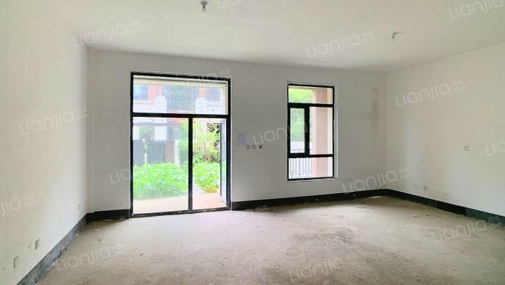 爱伦坡 联排别墅东边户 上下五层 证过两年 随时看房