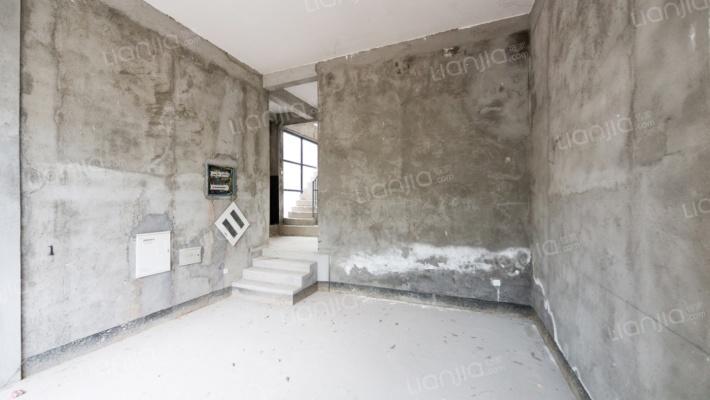 双拼别墅, 满五唯一,地面三层 ,地下一层