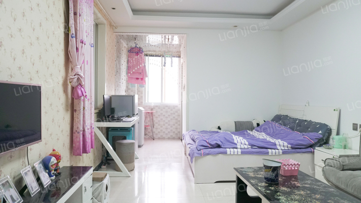 凤城庭院,精装修一室,家具家电都有,保持的很好。