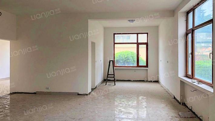 此房满五唯一,南北通透格局,视野宽阔,采光充足