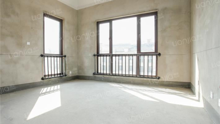 白鹭金岸二期别墅 主房245平方 负一260平方