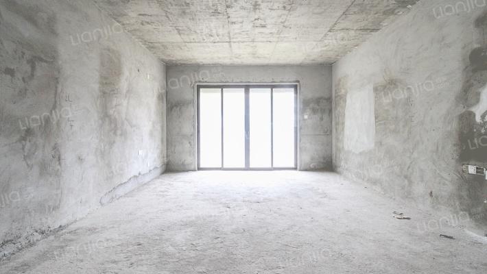 小区少量带地下室四房,业主诚心出售!