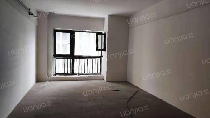 40年产权,办公,通水电,电梯中间楼层,地铁口。