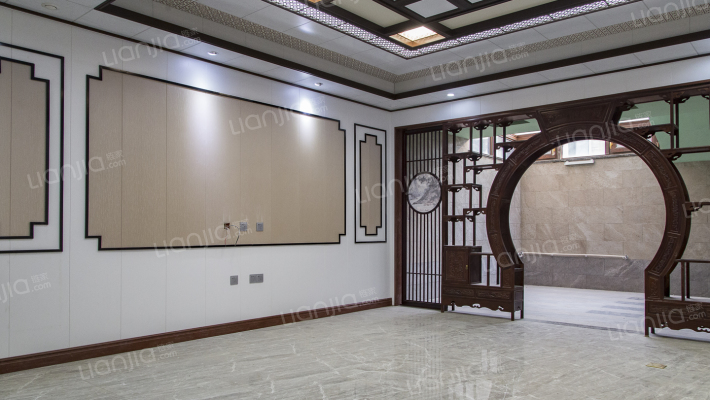 国际公馆,精装修三层别墅300平带地下会所,仅售530万