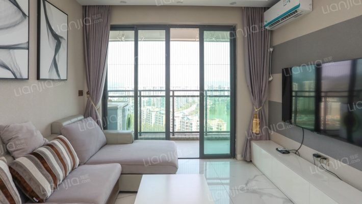 高楼层,坐在沙发上看湖景,户型通透,甄稀景观房。