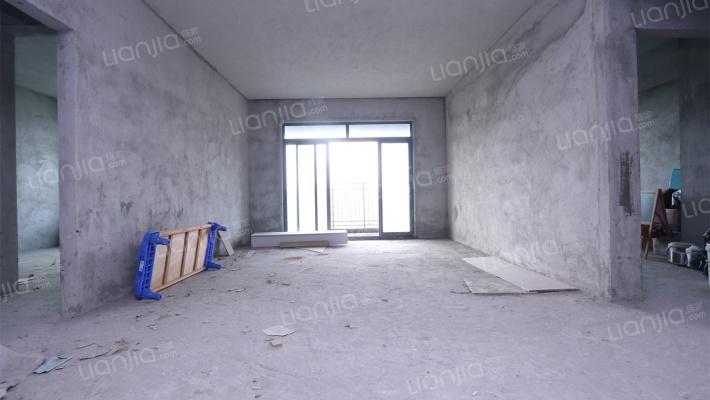 该房屋是大面积的房间,居住舒适,空间感舒适
