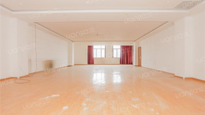 房屋为大平层,南向朝阳 精装修、即买即用