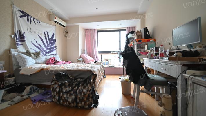 金湖世家,总价低,楼层好,近地铁,配套成熟。