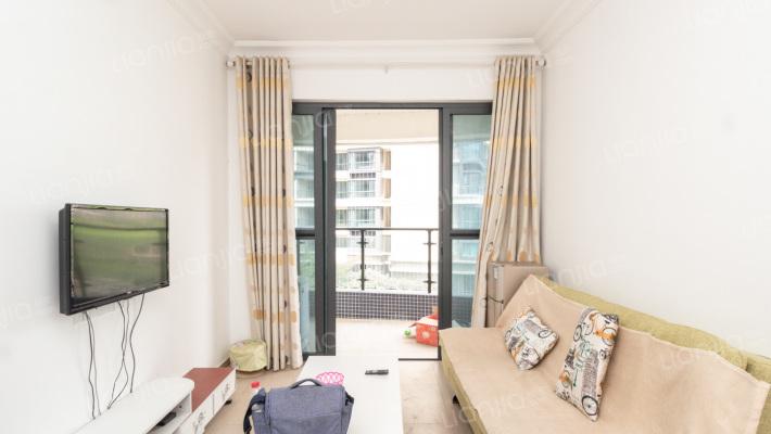 业主诚心出售,小面积的一房一厅,自住舒适