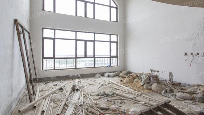 星海湾顶层大复式,客厅挑空,看海落地大窗