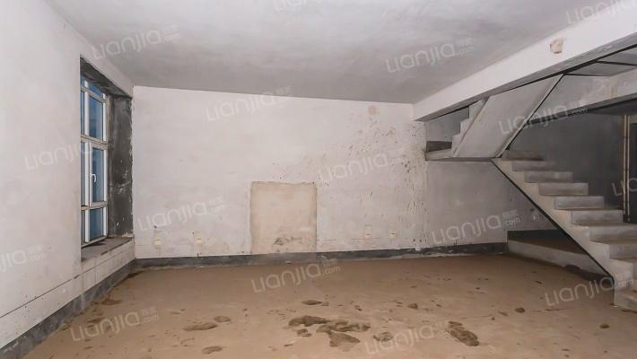 此房源沿河观景;空气清新三层上叠;户型好价格实惠