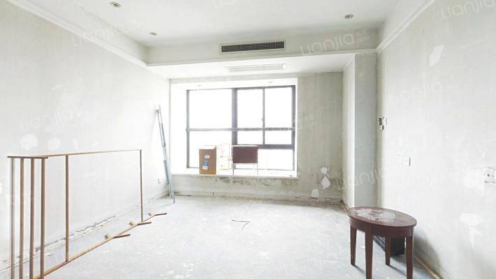 酒店公寓  装修清爽  出行方便  容易出租