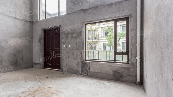 龙湖三期 联排别墅 采光很好 看房方便 有钥匙