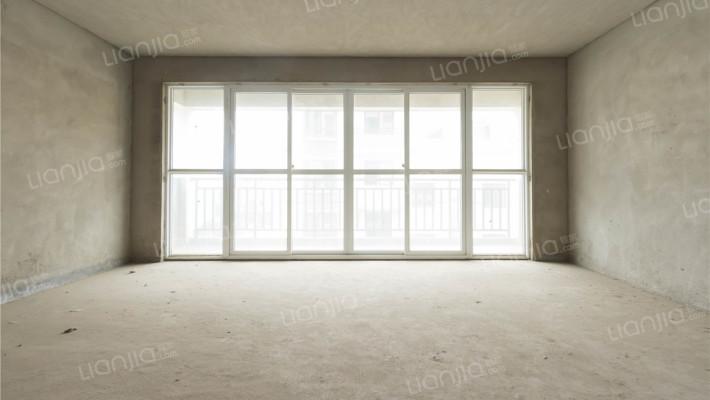 此房满五税费低,毛坯可塑性强,户型方正