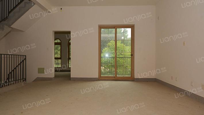 龙湖滟澜山真房源,满两年,有地下室,前后院子大