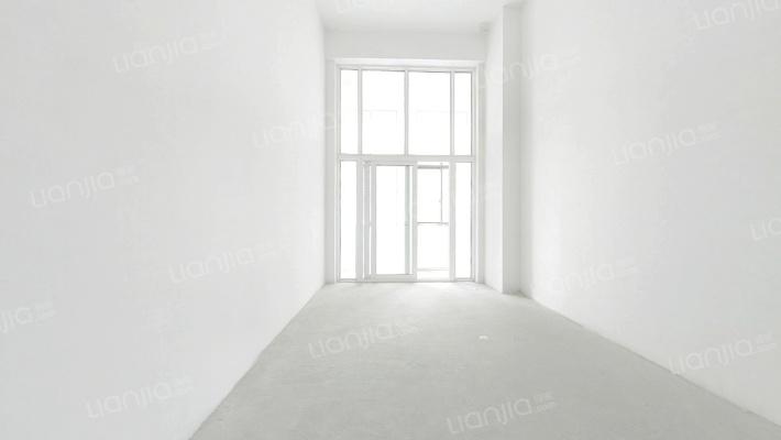 层高4.79米的LOFT,毛坯 总价便宜,适合刚需客过渡。
