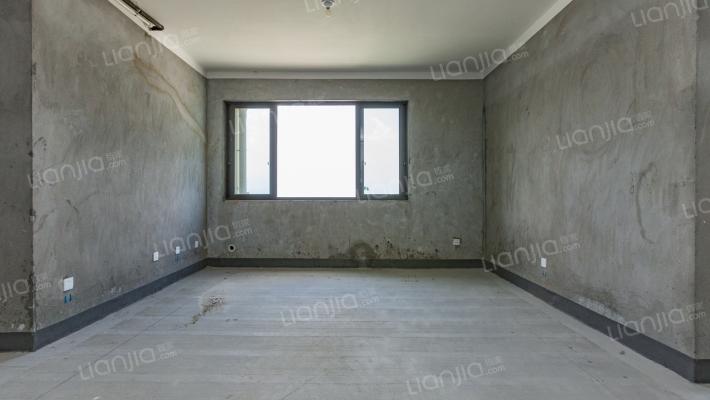 本房是高楼层,采光充足,没有什么遮挡,
